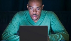 images_black_man_on_the_computer_106504723