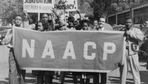 MwECYI7PTYGAZ4OBDvzh_naacp-banner-is-held-by-protesters-everett